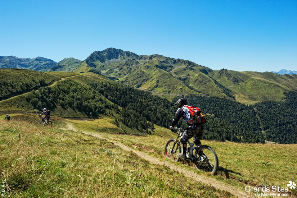 Ścieżki rowerowe w Pirenejach by La Collection Grands Sites de Midi-Pyrénées