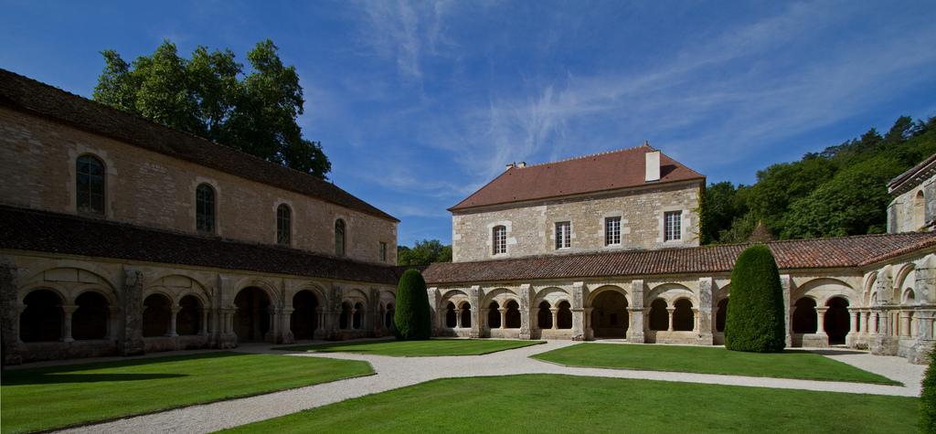 Średniowieczne opactwo Fontenay by Sylviane Moss