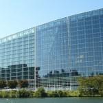 Budynek Parlamentu Eurpejskiego w Strasburgu by jocelyn.aubert