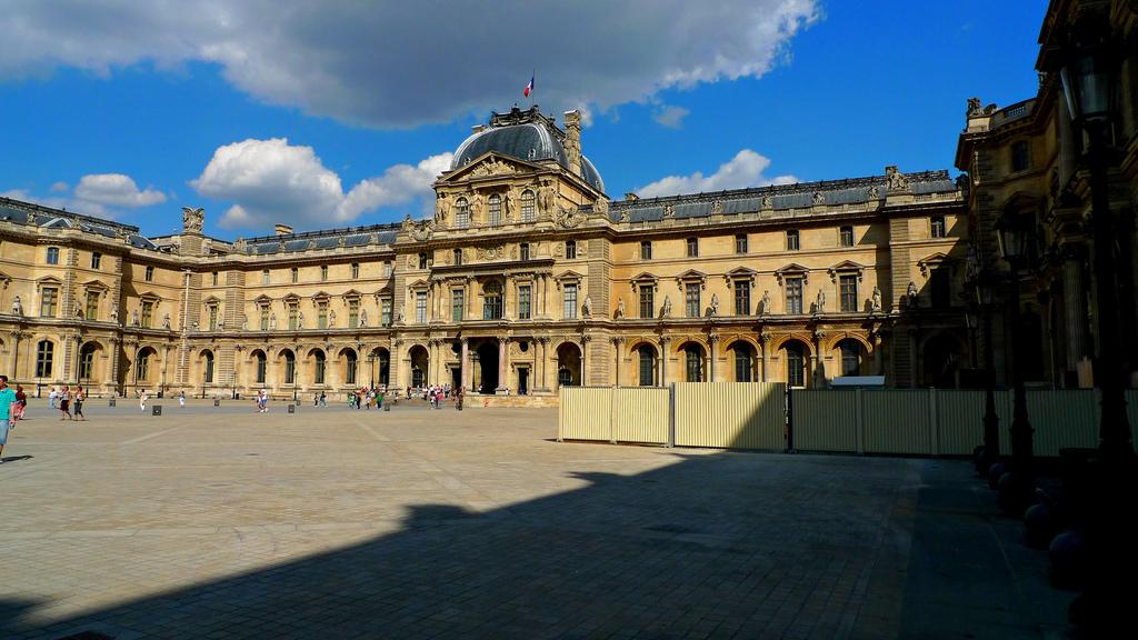 Budynek muzeum - Luwr - by zoetnet