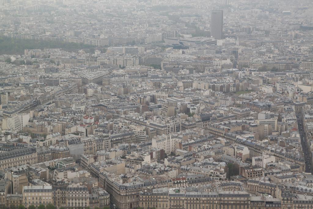 Budynki Paryża z Wieży Eiffla by Arek Olek