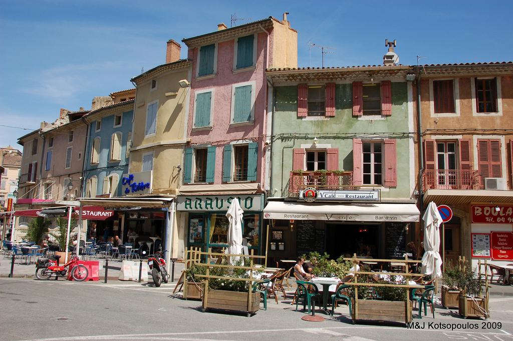 Budynki miasta Orange we Francji - by John & Mel Kots