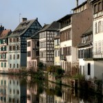 Budynki w dzielnicy Petite France w Strasburgu by Vincent Desjardins