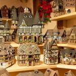 Charakterystyczne domki sprzedawane w kramch by Michal Osmenda