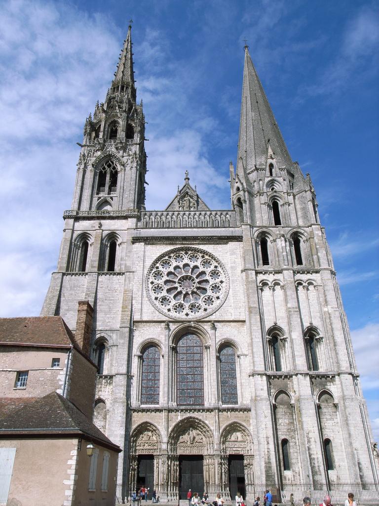 Chartres - Katedra - by Joe Shlabotnik