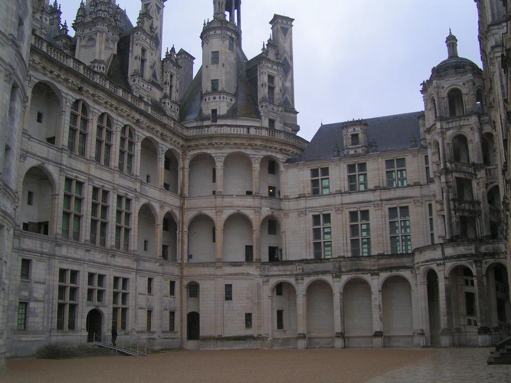 Dziedziniec zamku Chambord by ceronne