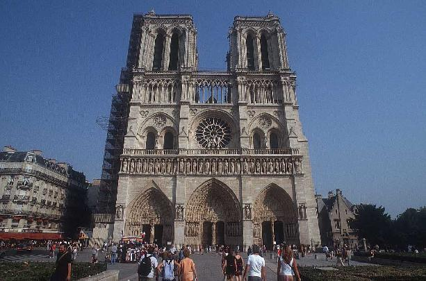 Francja - Paryż - Notre Dame -  by budgetplaces.com
