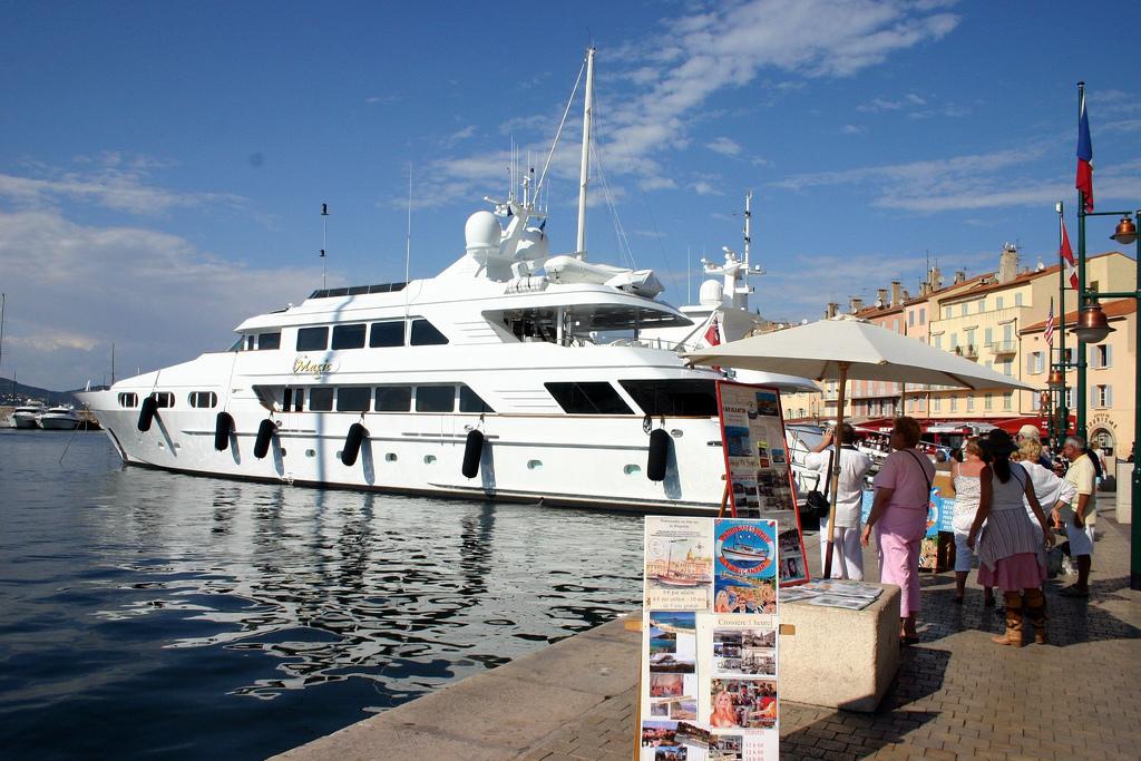 Jacht w Saint Tropez - Lazurowe Wybrzeże - by BobTheCorkDwarf