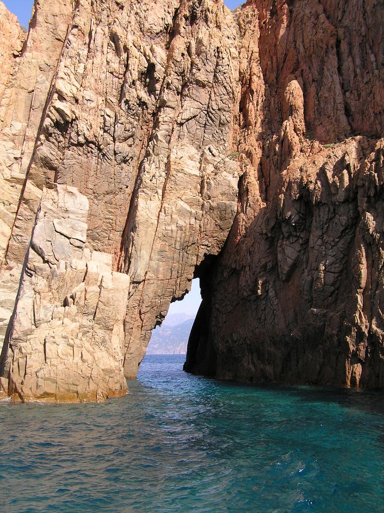 Jedna ze skał rezerwatu Scandola - by dkilim