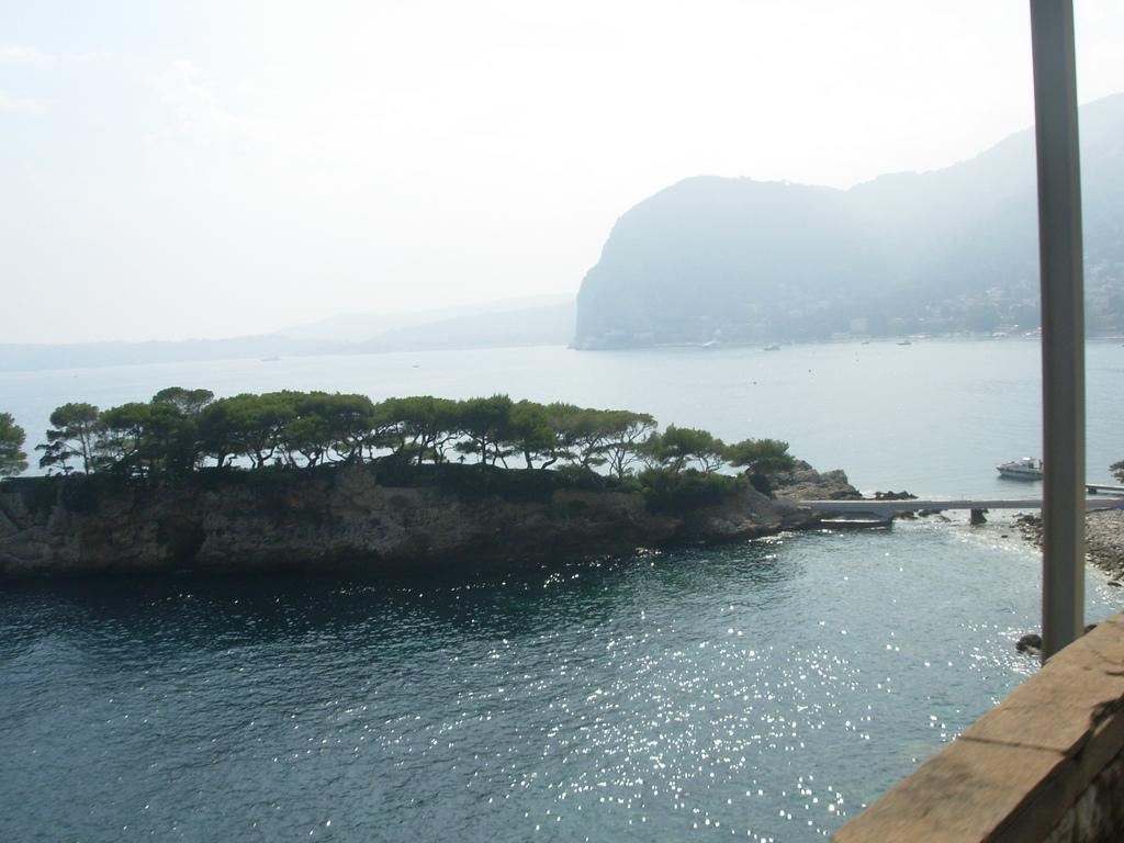 Jedno z ciekawszych miejsc na wybrzeżu w Nicei - prawie jak Tajlandia - by Wilson Loo