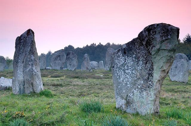 Kamienie w Carnac - Brytania - Francja - by AndyCoulson