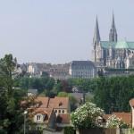 Katedra w Chartres z oddali by Joe Shlabotnik
