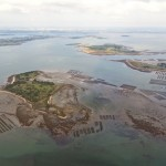 Kilka wysp wchodzących w skład zatoki Morbihan  by pblome