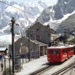 Kolejka wożąca turystów do Mer de Glace - stacja w Chamonixie - by trams aux fils.