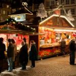 Kramy na świątecznym Jarmarku w Strassburgu by Michal Osmenda