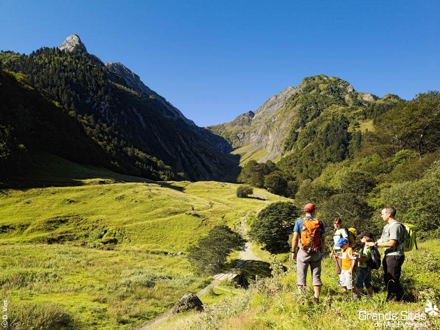 Luchon we Francuskich Pirenejach by La Collection Grands Sites de Midi-Pyrénées