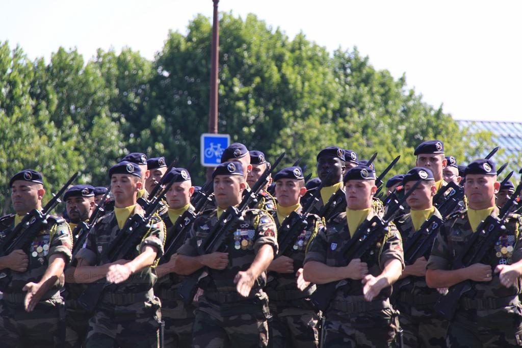 Marsz francuskiego wojska - święto państwowe - 14 lipca - by escalepade