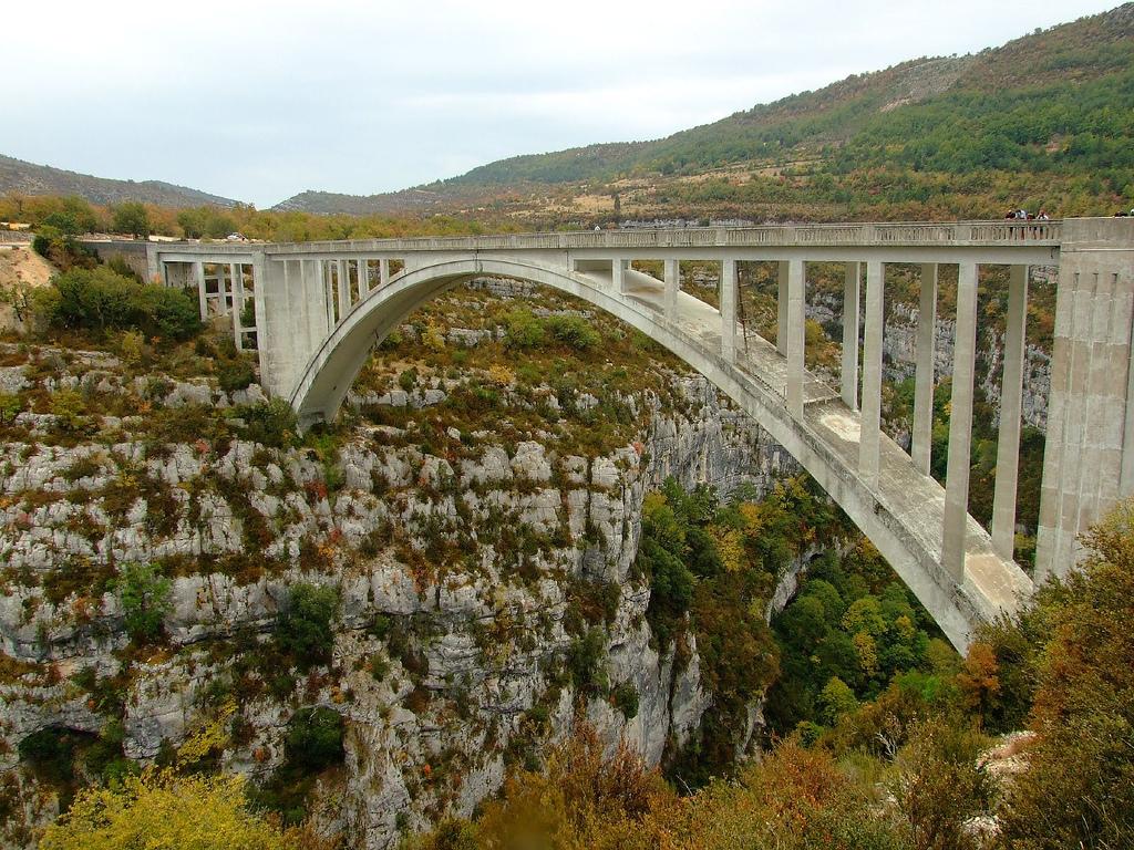 Most przechodzący przez Kanion Verdon - by travelbug.nz