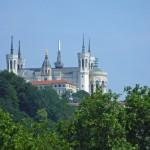 Notre Dame Lyon z oddali by Keith Laverack