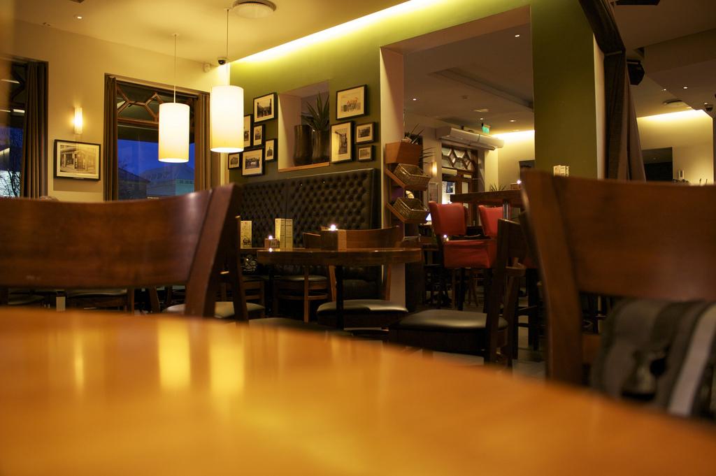 Nowoczesna kawiarnia z Hotspotem w Paryżu