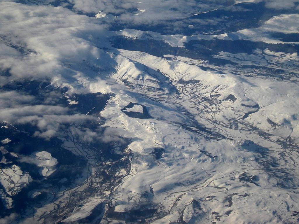 Ośnieżony Masyw Centralny - widok z samolotu - by tortipede