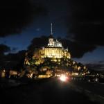Oświetlenie Mont Saint Michel nocą by derrickting