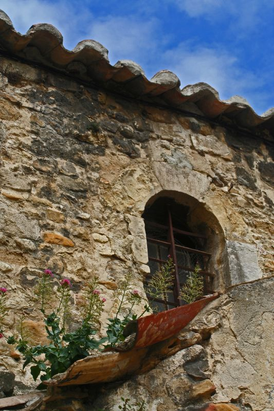 Okno zabytkwego budynku - Orange - Francja - by danielkaempfe