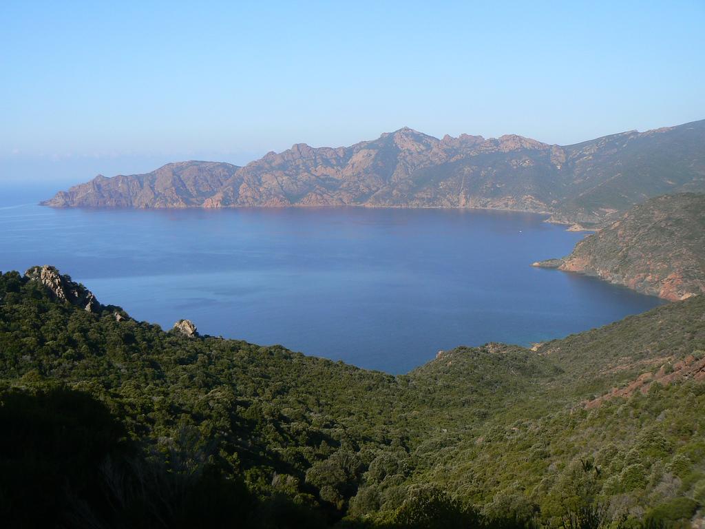 Panorama zatoki Girolata na Korsyce - część rezerwatu Scandola -  by orangebrompton