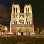 Piękny widok katedry Notre Dame w Paryżu - by Waqqas