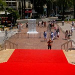 Po tym dywanie wchodzą i zchodzą gwiazdy w Cannes by Zadi Diaz