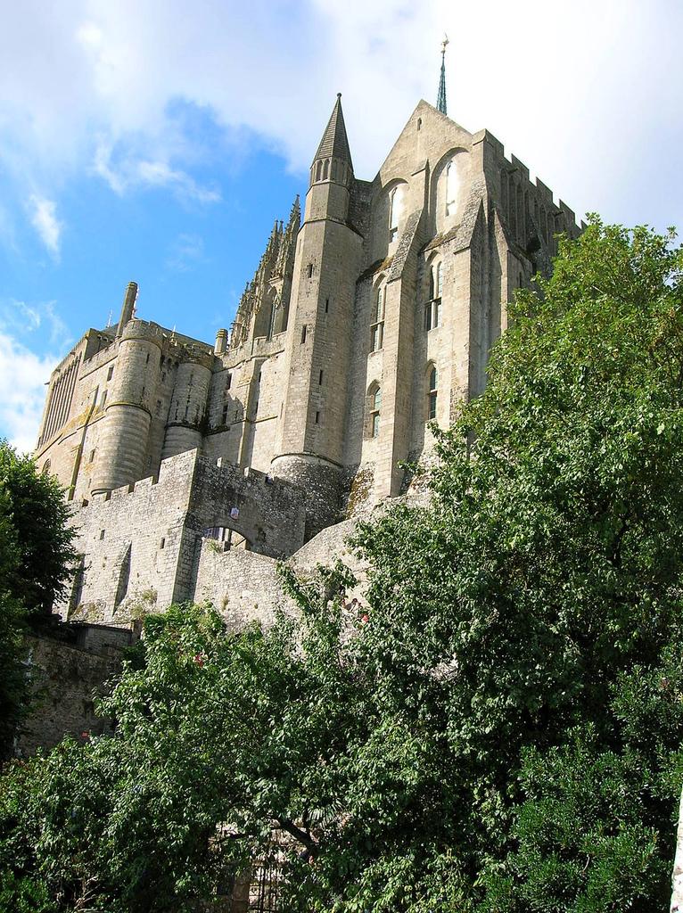 Pod murami Mont Saint Michel  by gattospino