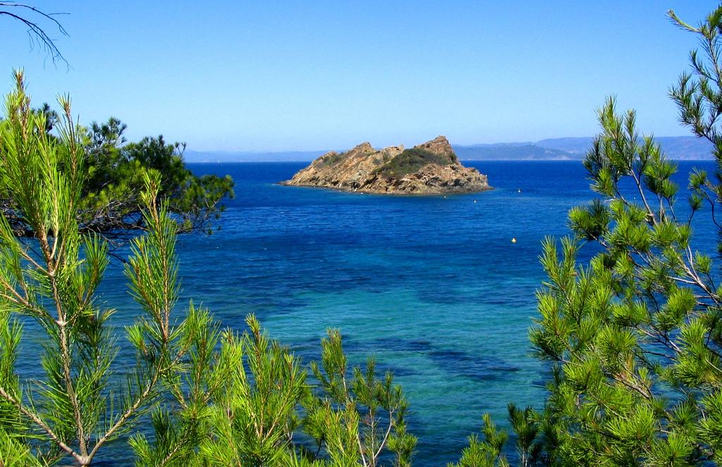 Port Cros - Francja - Lazurowe Wybrzeże by Franco Caruzzo