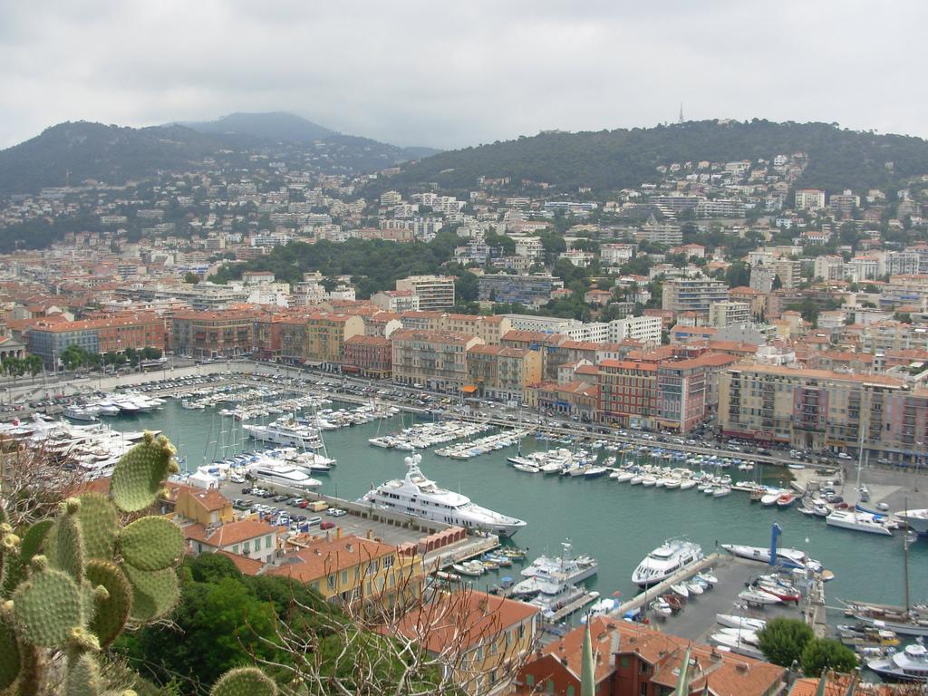 Port - Przystań jachtowa w Nicei na Lazurowym Wybrzeżu - by Wilson Loo