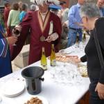 Próbowanie wina na festiwalu w Amboise we Francji by Kentishman