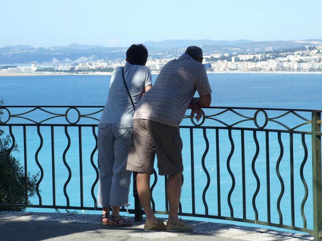 Przybrzeżny Hotel - Lazurowe wybrzeże - Widok z balkonu  by TravelEden