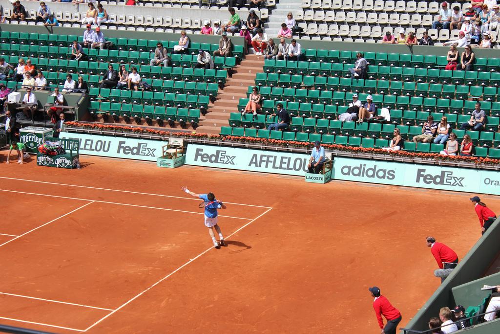 Rozgrywki podczas turnieju French Open na korcie  Rolanda Garrosa w Paryżu by Destination Europe