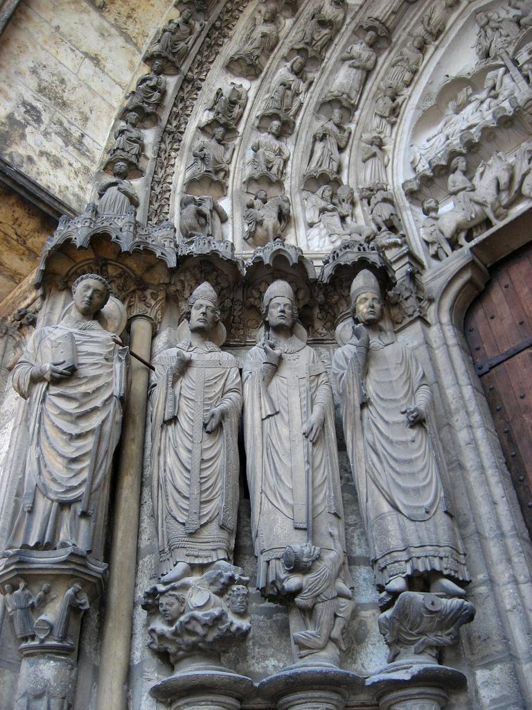 Rzeźby - kościół w Chartress by jacQuie.k