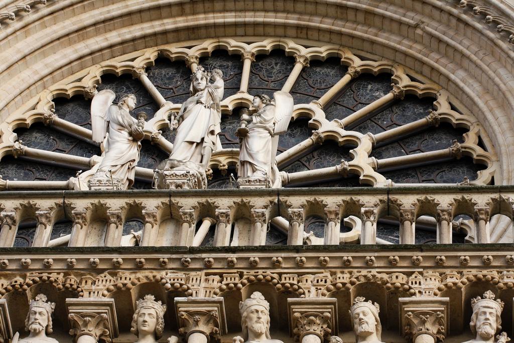 Rzeźby na katedrze Notre Dame w Paryżu - by Kenski1970