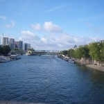 Rzeka Sekwana biegnąca przez Paryż - by effeietsanders