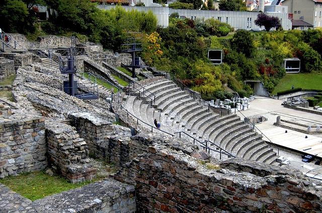 Rzymski amfiteatr w Lyonie by Kunwar Vikram Notay