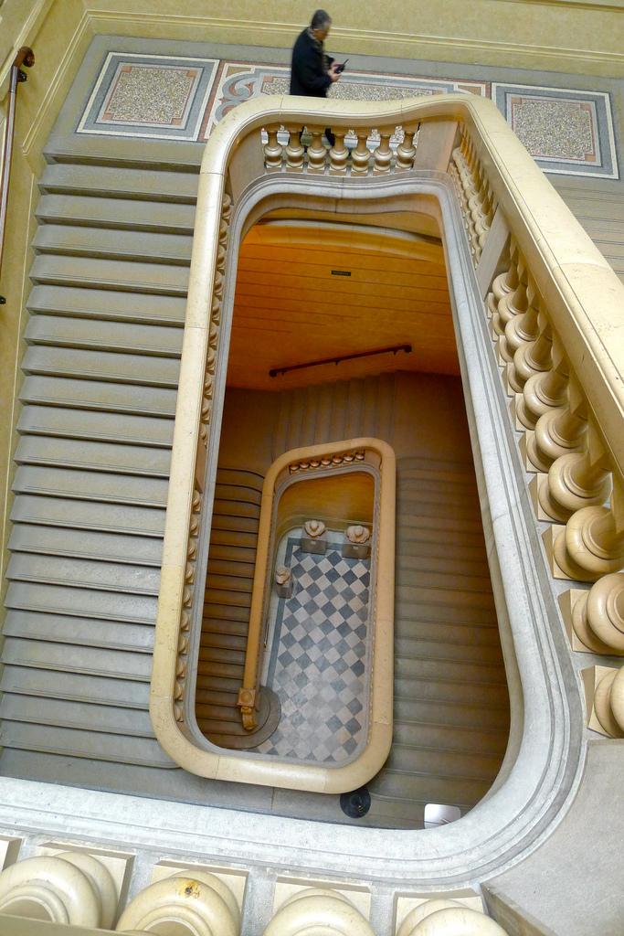 Schody w muzeum sztuk pięknych  w Lyonie by Jason Whittaker