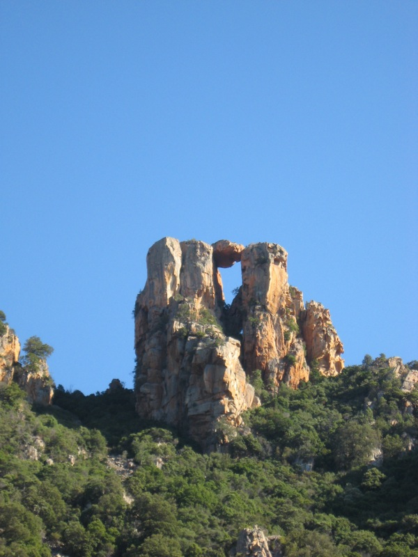 Skały na części lądowej Rezerwatu Scandola - by s_levaillant