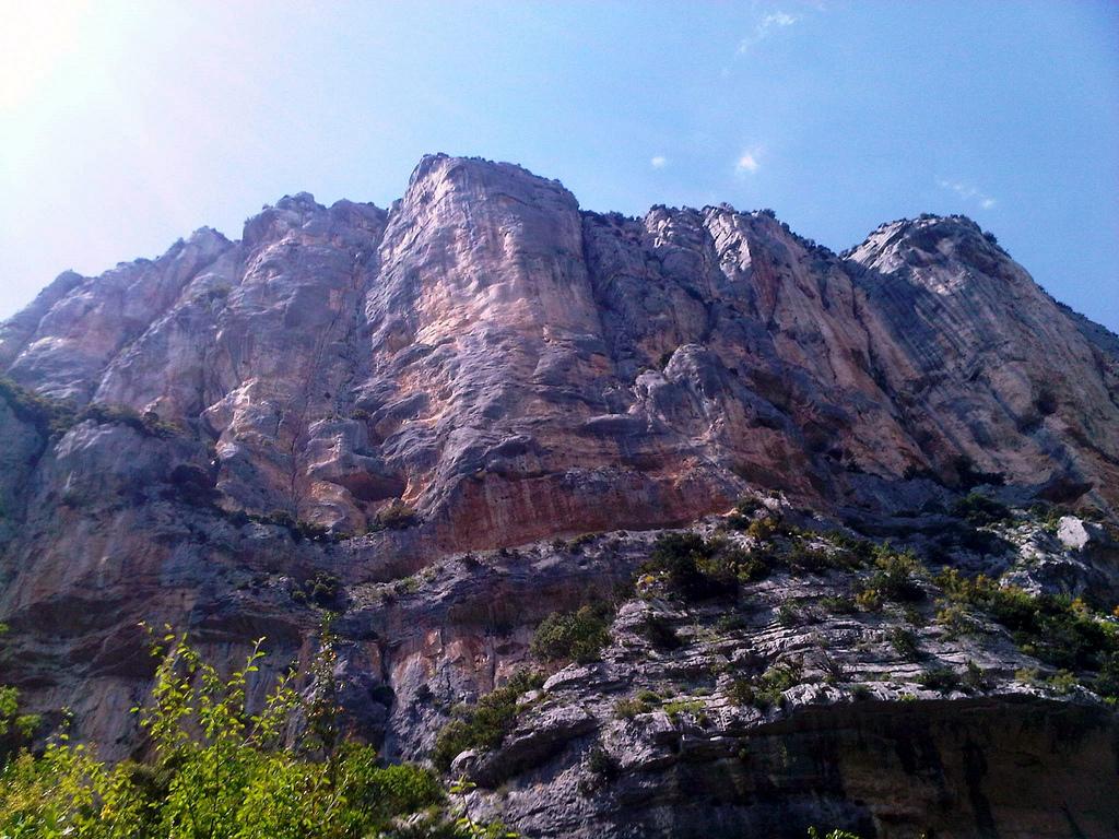 Stojąc na dnie Kanionu Verdon by Josef Grunig