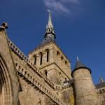 Stojąc pod wieżą Mont Saint Michel by chogenbo