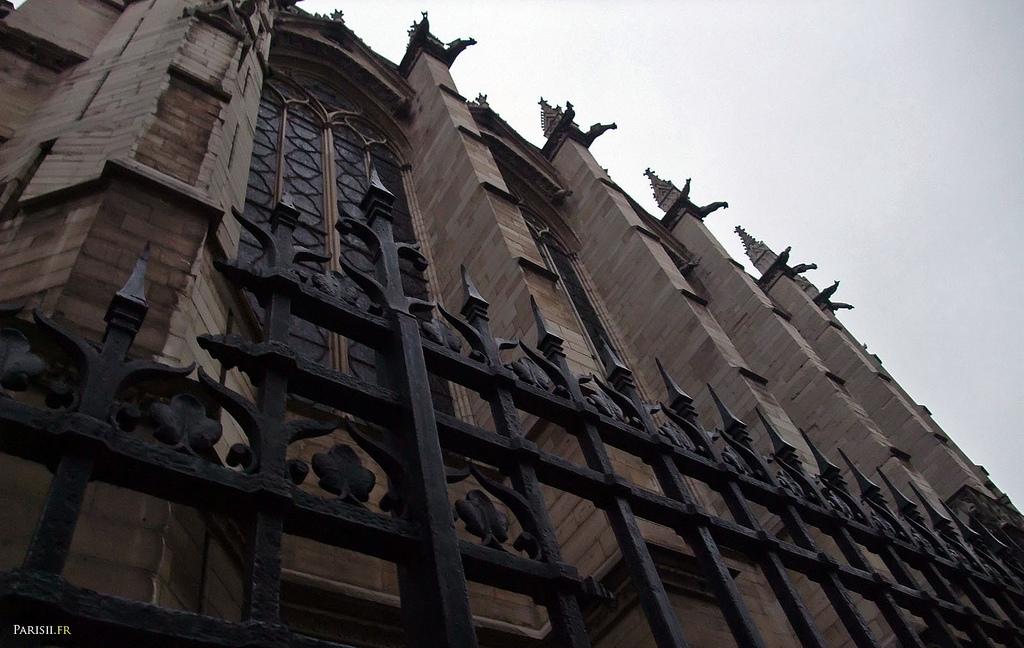 Stojąc przy kościele Saint Chapelle by joriavlis