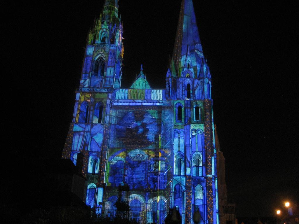 Tak wygląda oświetlenie katedry w Chartress by jacQuie.k
