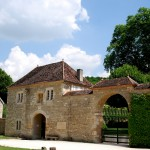 Wejście do klasztoru Fontenay w Burgundii by jimforest