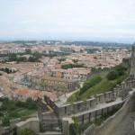 Widok miasta Carcassone z murów zamku by Cabby