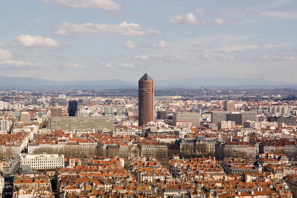 Widok na Lyon ze wzniesienie Fourfiere - najlepszego punktu widokowego w mieście by PAPPYDIABLO