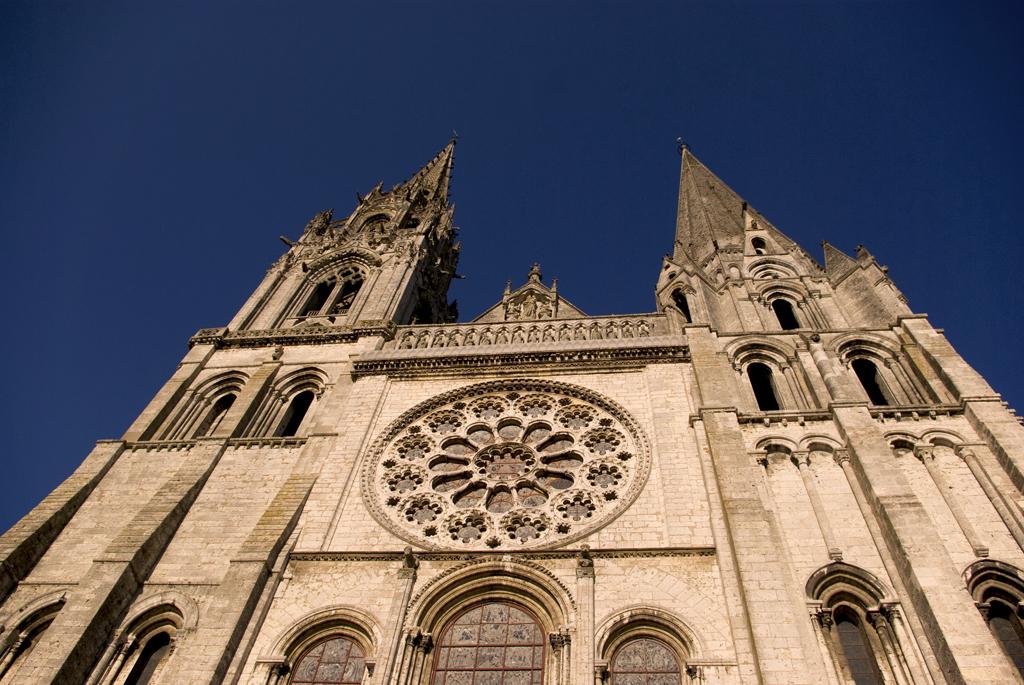 Widok stojąc przed katedrą Chartres - by chogenbo